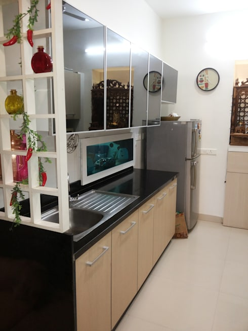 DB WOODS , GOREGAON:  Kitchen by J SQUARE - Architectural Studio