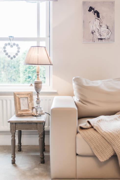 Salas de estilo  por Katie Malik Interiors
