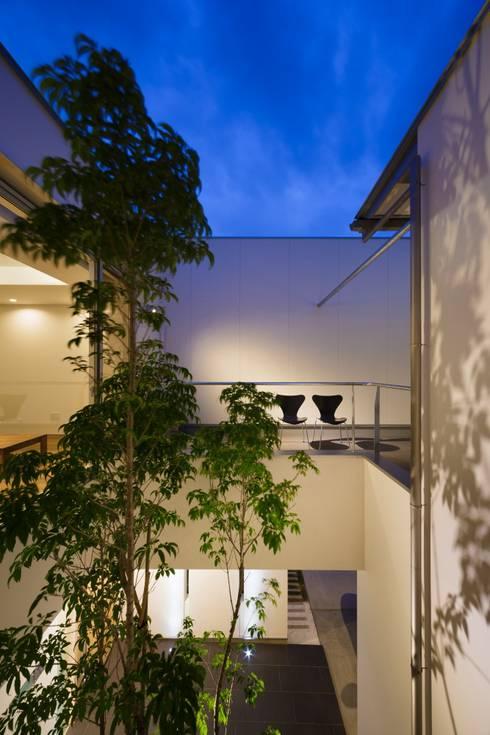 LIGHT  COURT  HOUSE: MITSUTOSHI   OKAMOTO   ARCHITECT   OFFICE 岡本光利一級建築士事務所が手掛けた庭です。