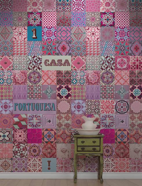 Azulejo Português Rosa: Parede e piso  por OH Wallpaper