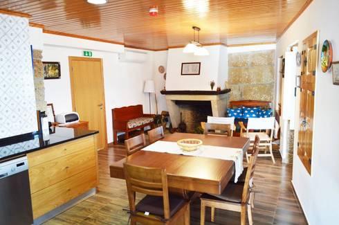 Casa de Campo das Sécias: Cozinhas rústicas por MHPROJECT