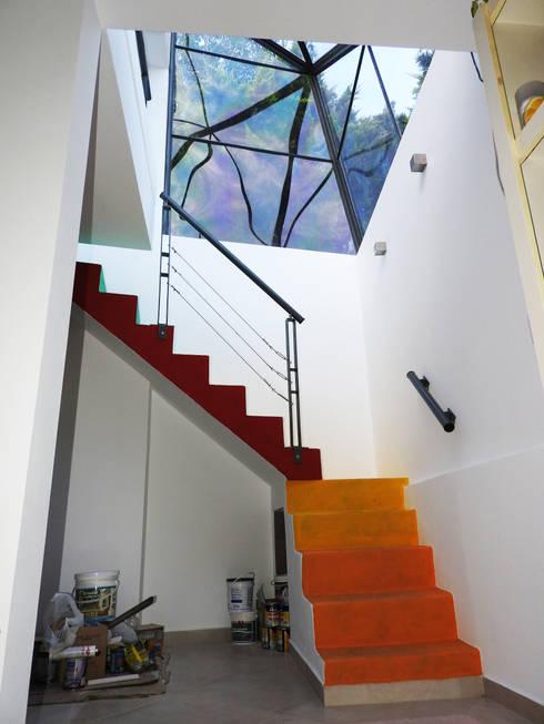 La Cúpula - 2015: Pasillos y recibidores de estilo  por Erb Santiago