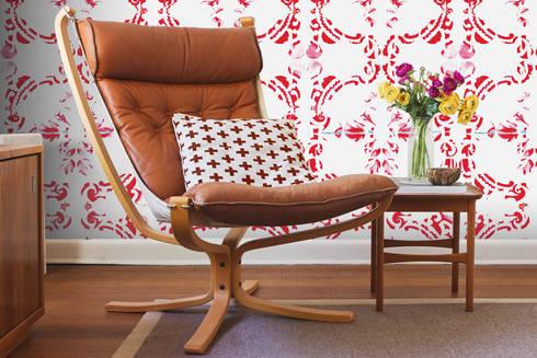 Galo Meets Azulejo Vermelho: Parede e piso  por OH Wallpaper