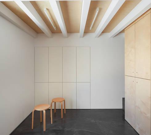 casa das Nogueiras: Salas de jantar modernas por par-do
