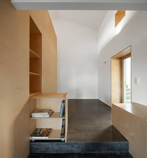 casa das Nogueiras: Salas de estar modernas por par-do