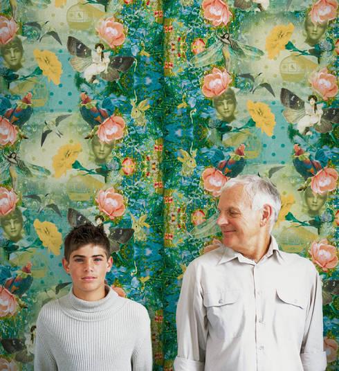 Mariana Turquesa: Parede e piso  por OH Wallpaper