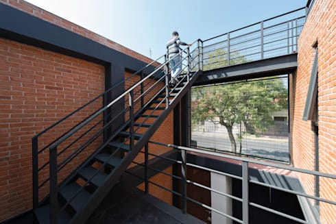 Sordo Mudo: Casas de estilo moderno por Taller 503 / Diseños y proyectos Arquitectónicos, SA de CV