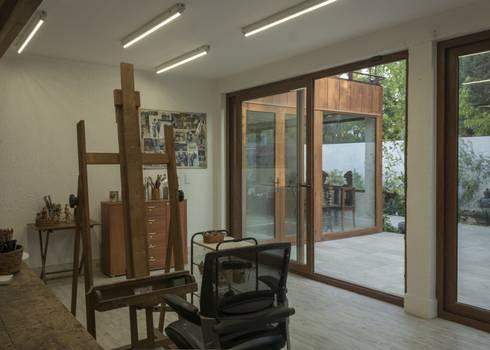 vivienda + taller : Estudios y biblioteca de estilo  por PARQ Arquitectura