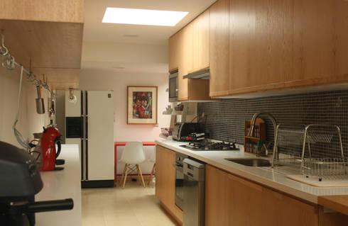 ampliación cocina: Cocinas de estilo moderno por PARQ Arquitectura