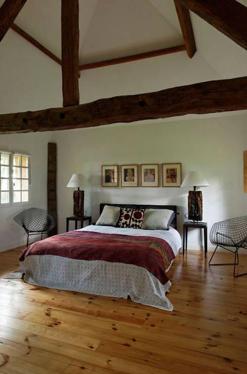 MAISON EN NORMANDIE: Chambre de style  par French Home