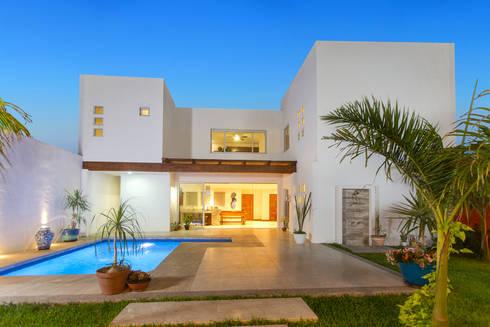 Casa Banak: Casas de estilo moderno por Grupo Arsciniest