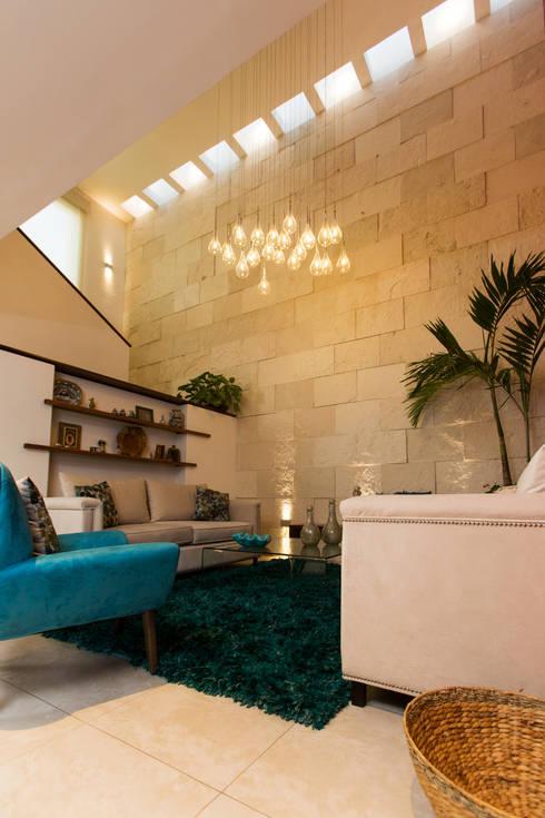 Casa Banak: Salas de estilo moderno por Grupo Arsciniest