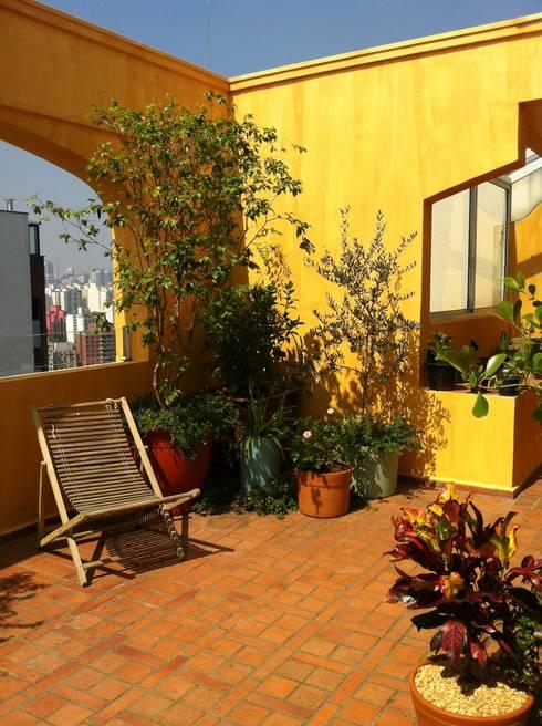 Terrazas de estilo  por Renata Villar Paisagismo e Arranjos Florais