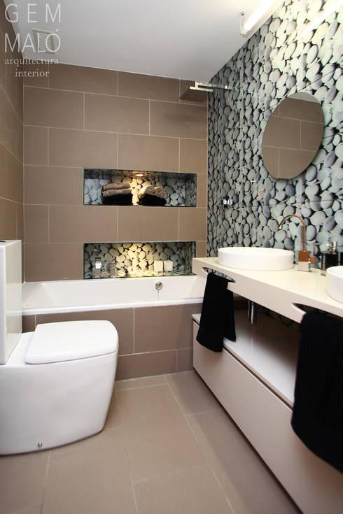Baño con bañera: Baños de estilo  de Gemmalo arquitectura interior
