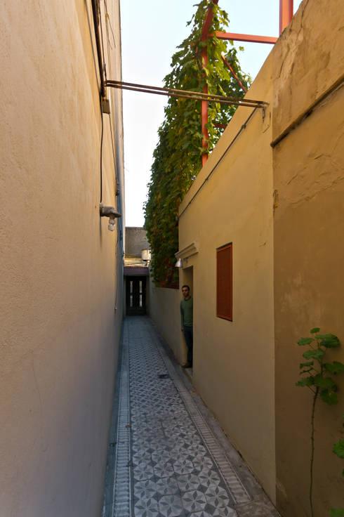 ระเบียงและโถงทางเดิน by Pop Arq