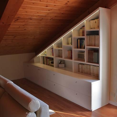 Libreria sottotetto di universo legno homify for Arredare libreria