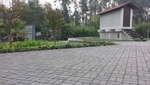 Pavê de jardim, Junta Drenante: Paredes  por Amop