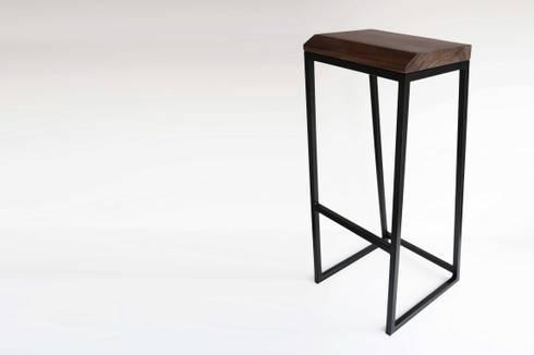 Banco Cube: Comedor de estilo  por LA FÁBRICA DE DISEÑO