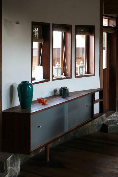 Sala: Salas de estilo  por ALIWEN arquitectura & construcción sustentable - Santiago