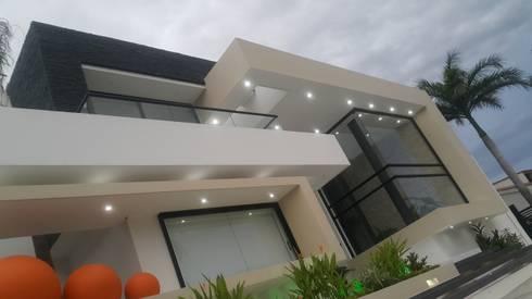Perspectiva fachada principal.: Casas de estilo moderno por Camilo Pulido Arquitectos