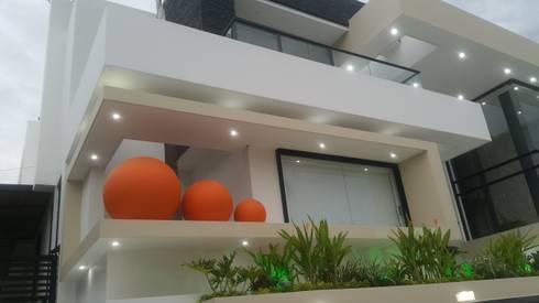 Vista en Perspectiva fachada principal.: Casas de estilo moderno por Camilo Pulido Arquitectos