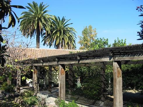 CASA CERECEDA: Casas de estilo colonial por ALIWEN arquitectura & construcción sustentable