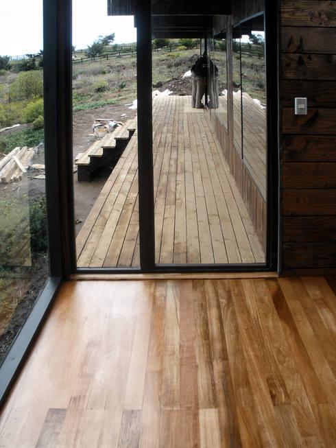 Dormitorio: Dormitorios de estilo  por ALIWEN arquitectura & construcción sustentable - Santiago