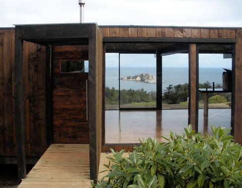 CASA RO: Pasillos y hall de entrada de estilo  por ALIWEN arquitectura & construcción sustentable