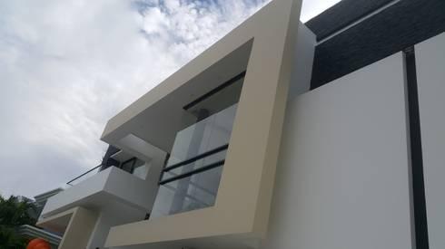 Perspectiva modulo flotado fachada principal.: Casas de estilo moderno por Camilo Pulido Arquitectos