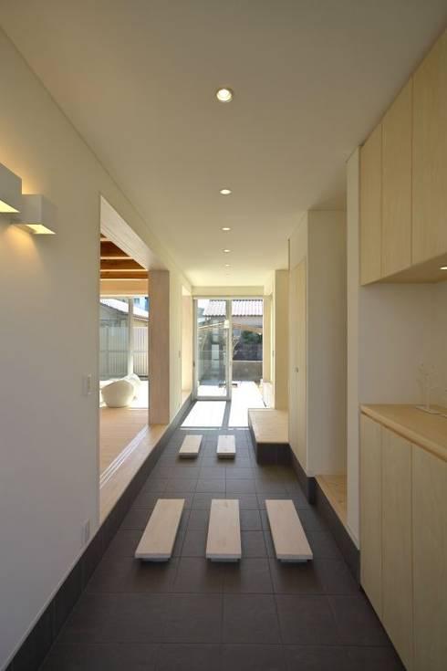 通り土間: 有限会社 橋本設計室が手掛けた廊下 & 玄関です。