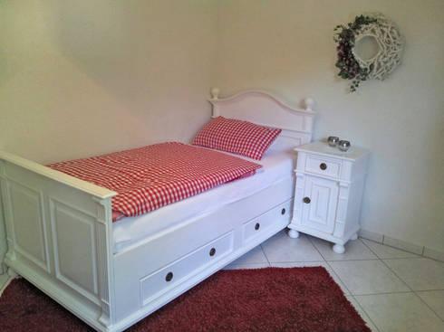 Einzelbett Im Landhausstil In Weiß: Landhausstil Schlafzimmer Von Massiv  Aus Holz