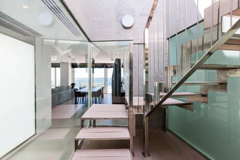 modern Corridor, hallway & stairs by Bornelo Interior Design
