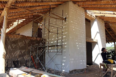 GALPÓN TOQUIHUA: Casas de estilo rústico por ALIWEN arquitectura & construcción sustentable