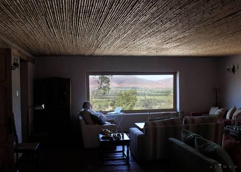 CASA VICUÑA: Livings de estilo rural por ALIWEN arquitectura & construcción sustentable
