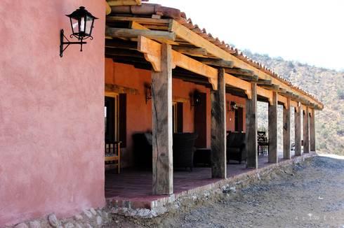 CASA VICUÑA: Casas de estilo rural por ALIWEN arquitectura & construcción sustentable