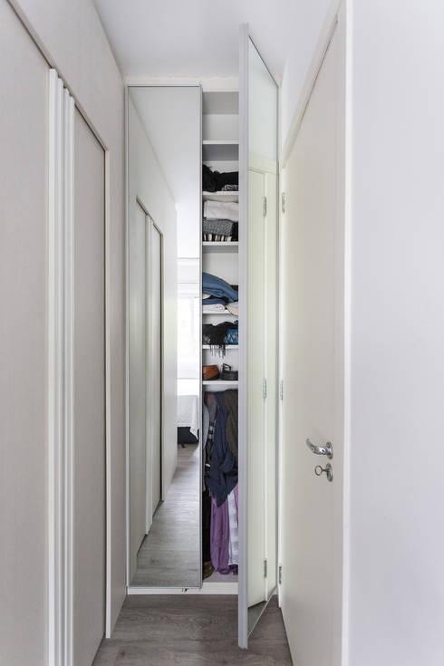 modern Dressing room by Kali Arquitetura