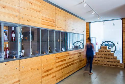 Loja da Quinta do Casal da Coelheira: Lojas e espaços comerciais  por Modo Arquitectos Associados
