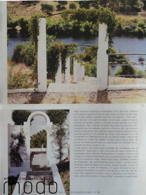 Reabilitação de moradia em Mouriscas: Terraços  por Modo Arquitectos Associados