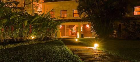 HOTEL SANTA TERESA | Acesso Recepção: Hotéis  por Tato Bittencourt Arquitetos Associados