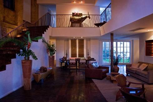HOTEL SANTA TERESA | Recepção: Hotéis  por Tato Bittencourt Arquitetos Associados