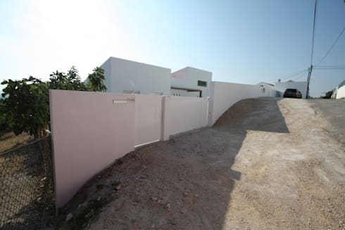 03_Muro Exterior:   por MGD-ARQUITECTOS, Lda.