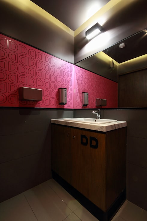 Dunkin' Donuts Tecamachalco: Baños de estilo  por Metro arquitectos