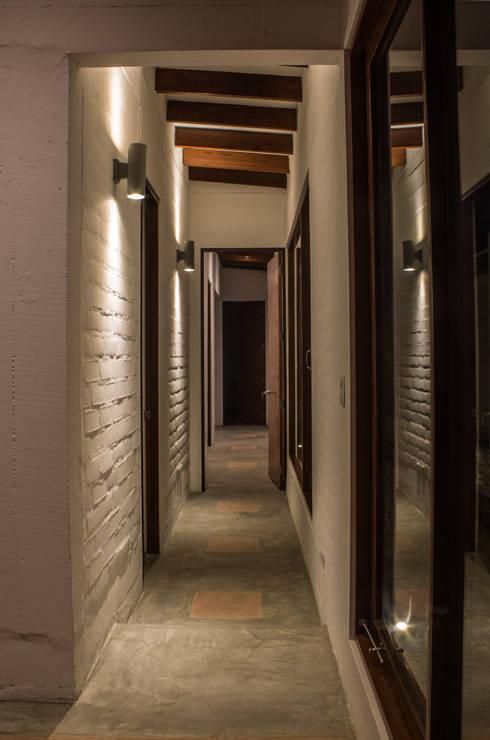 Pasillos y vestíbulos de estilo  por FURSE.arquitectura