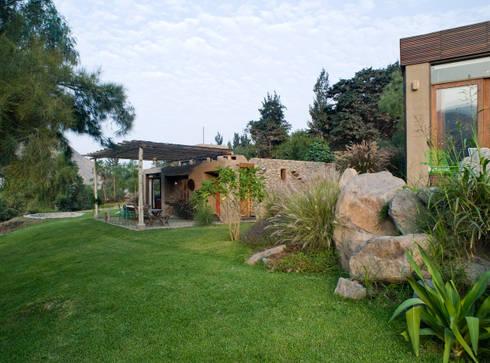 Casa Chontay: Jardines de estilo moderno por Marina Vella Arquitectura