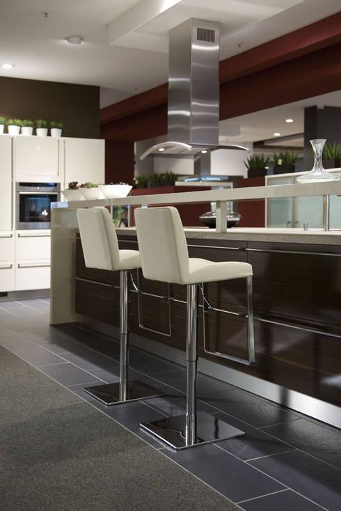 barhocker von mayer sitzm bel von lemoboo ag homify. Black Bedroom Furniture Sets. Home Design Ideas