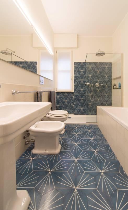 La Dolce Vita: Bagno in stile  di Interior Relooking