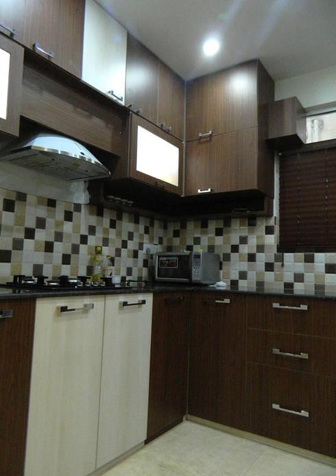 3 BHK Apartment in Bengaluru: modern Kitchen by Cee Bee Design Studio