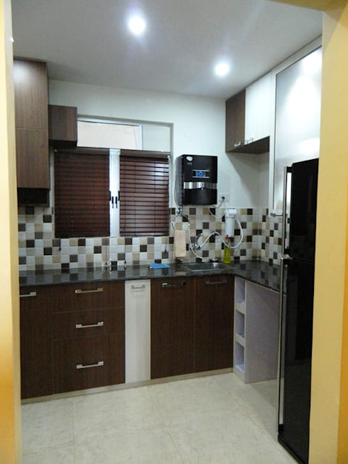 3 BHK Apartment in Bengaluru:  Kitchen by Cee Bee Design Studio