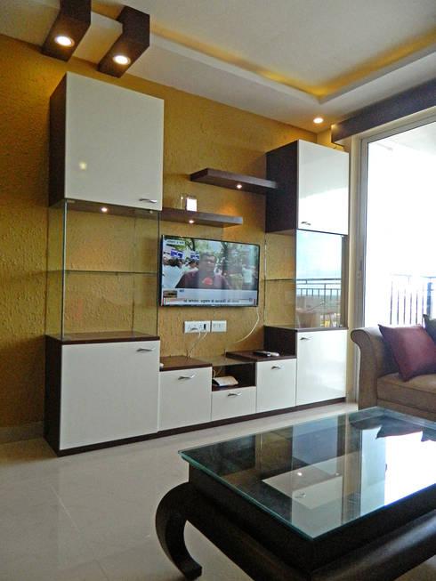 3 BHK Apartment in Bengaluru:  Living room by Cee Bee Design Studio