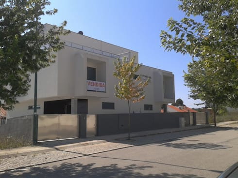MORADIAS UNIFAMILIARES  T4 – VALONGO – PORTUGAL : Casas minimalistas por SILFI - ARQUITETURA, ENGENHARIA E CONSTRUÇÃO